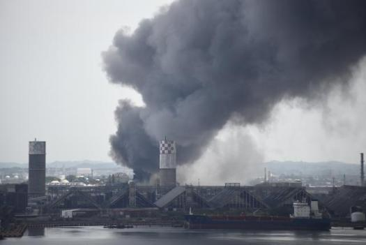Smoke rises from the explosion site at Mexican national oil company Pemex's Pajaritos petrochemical complex in Coatzacoalcos, Veracruz state.  REUTERS/Angel Hernandez